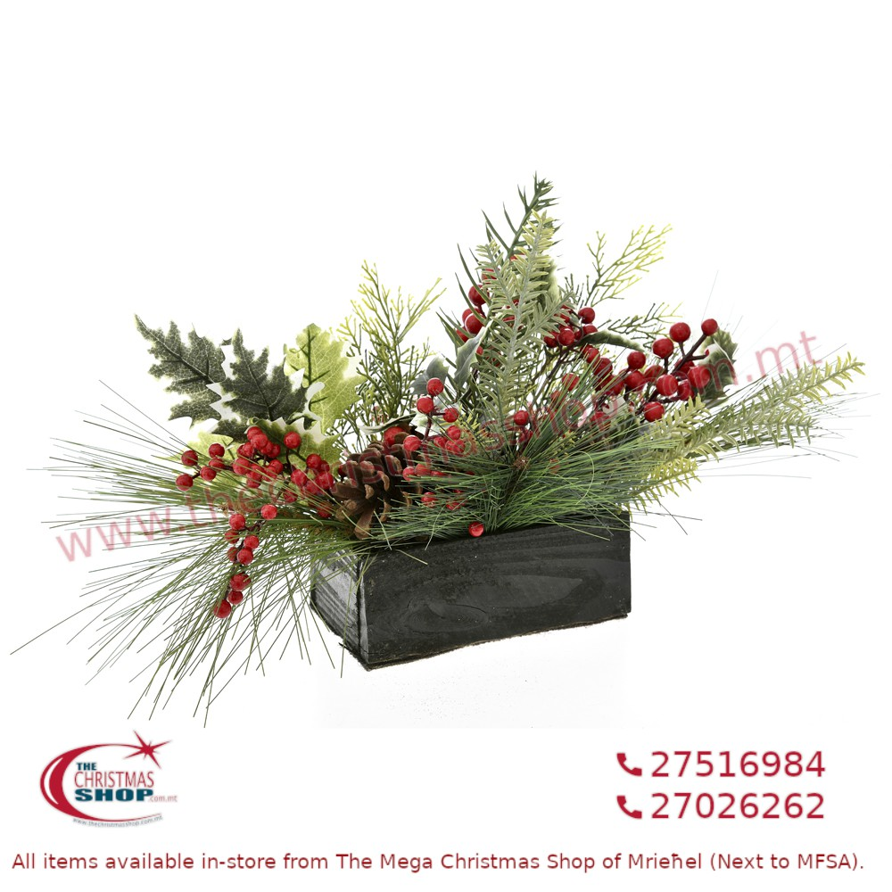 CHRISTMAS TABLE CENTRE PIECE WITH BERRIES. IL726587